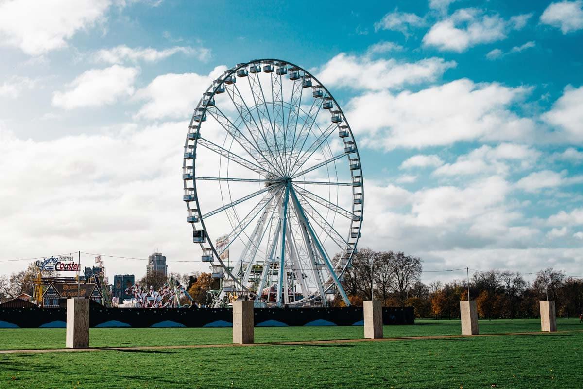 ferris-wheel-in-hyde-park-with-beautiful-blue-sky