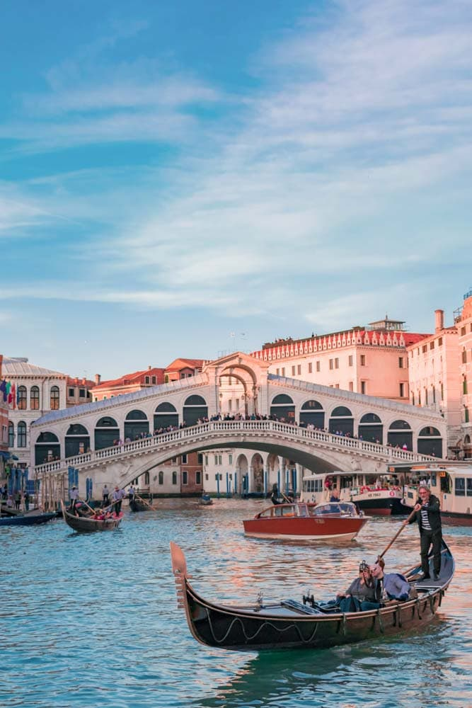 landmarks-in-italy-gondola-with-two-passangers-on-grande-canale