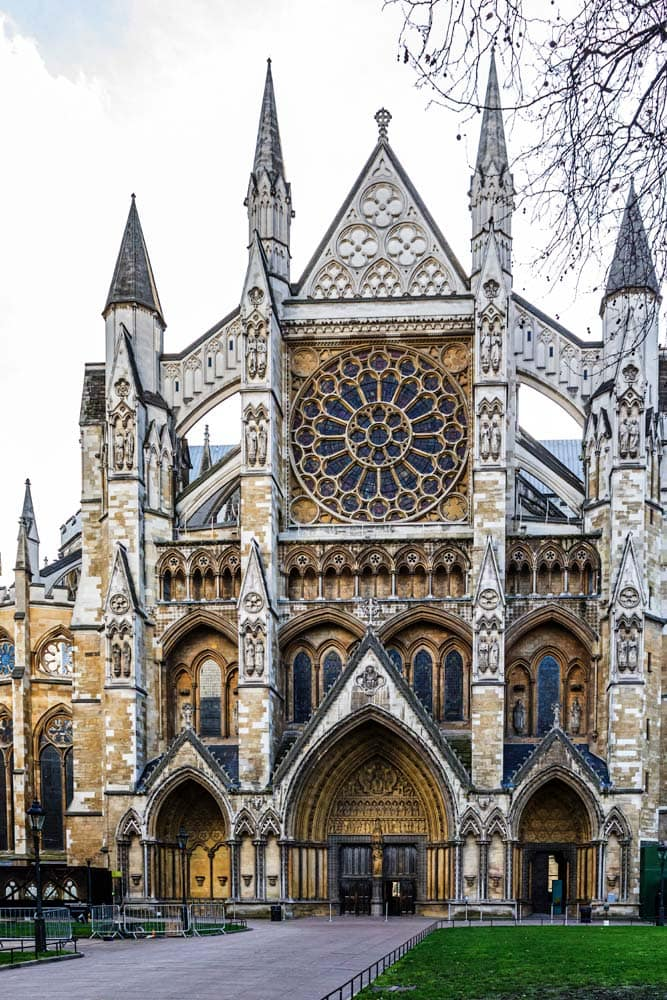 the-entramce-to-the-westminster-abbey