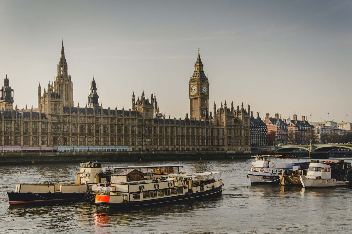 what-is-london-known-for-river-thames-with-big-ben-in-the-back