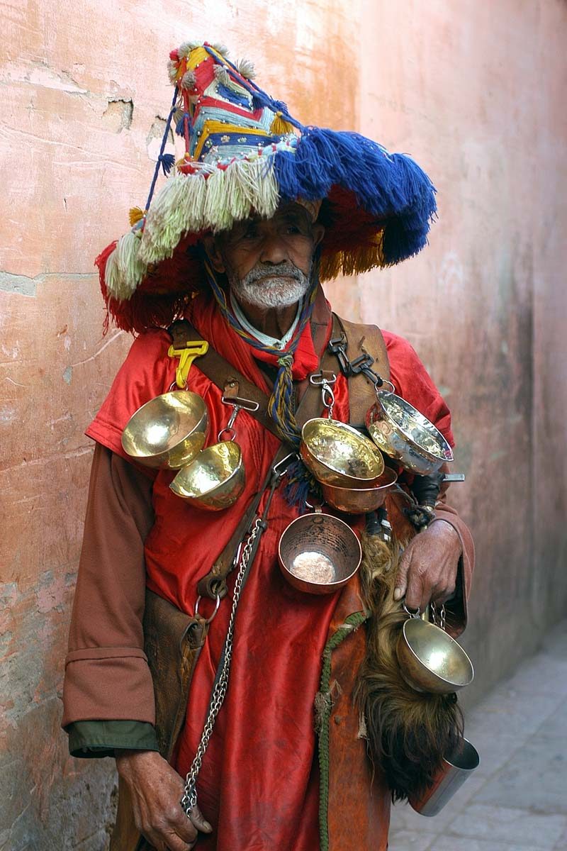 fun-morocco-facts-man-dressed-in-berber-outfit