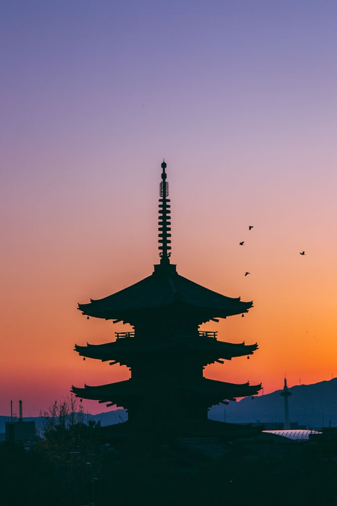silhouette-of-a-japanese-pagoda