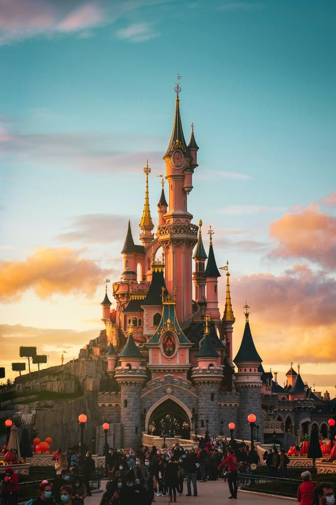 disneyland-castle-with-pastel-sunset-clouds