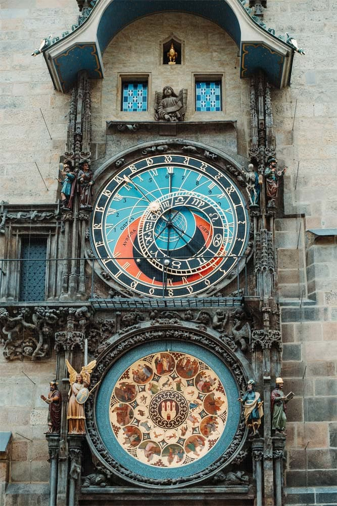 what-is-prague-famous-for-front-shot-of-the-astronomical-clock