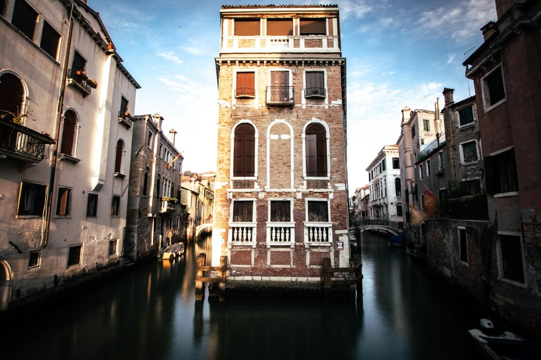 3-days-in-venice-floating-house-on-sunset