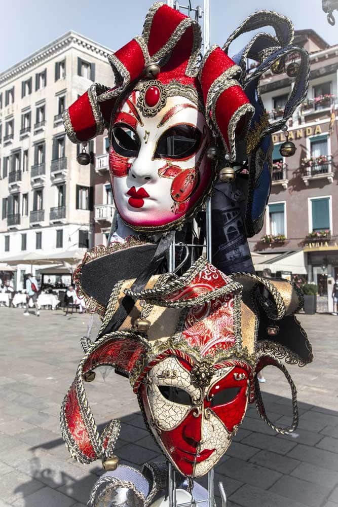 3-day-venice-itinerar-zoom-in-on-masks