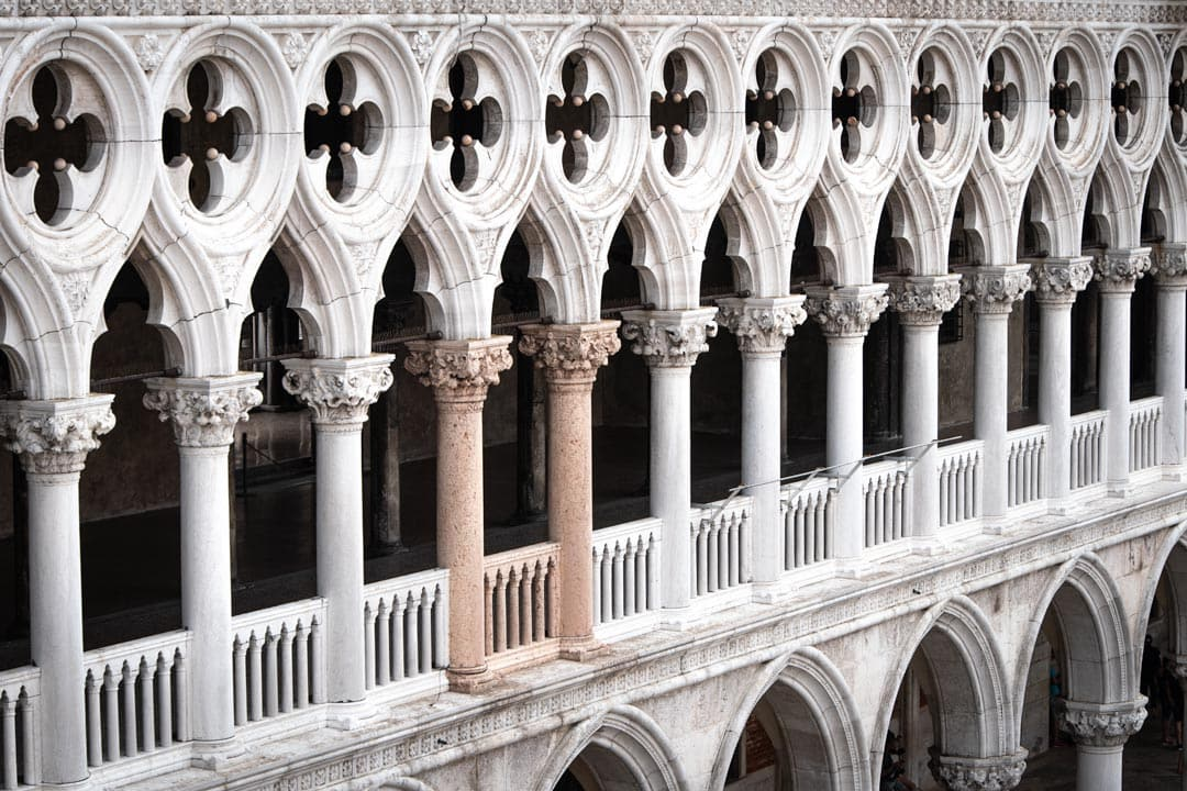 3-day-venice-itinerary-doge's-palace-columns