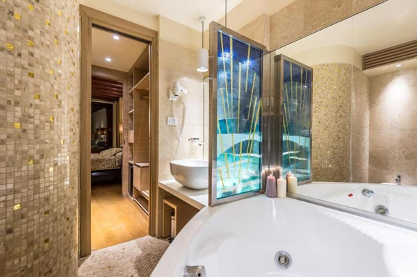 venice hotel colorful bathroom