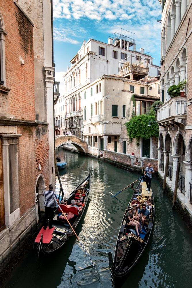 gondolas-roaming-venice-canals