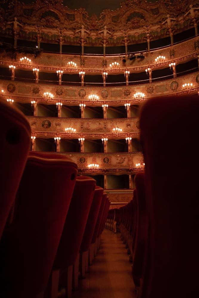 teatro-la-fenice-dark-interior