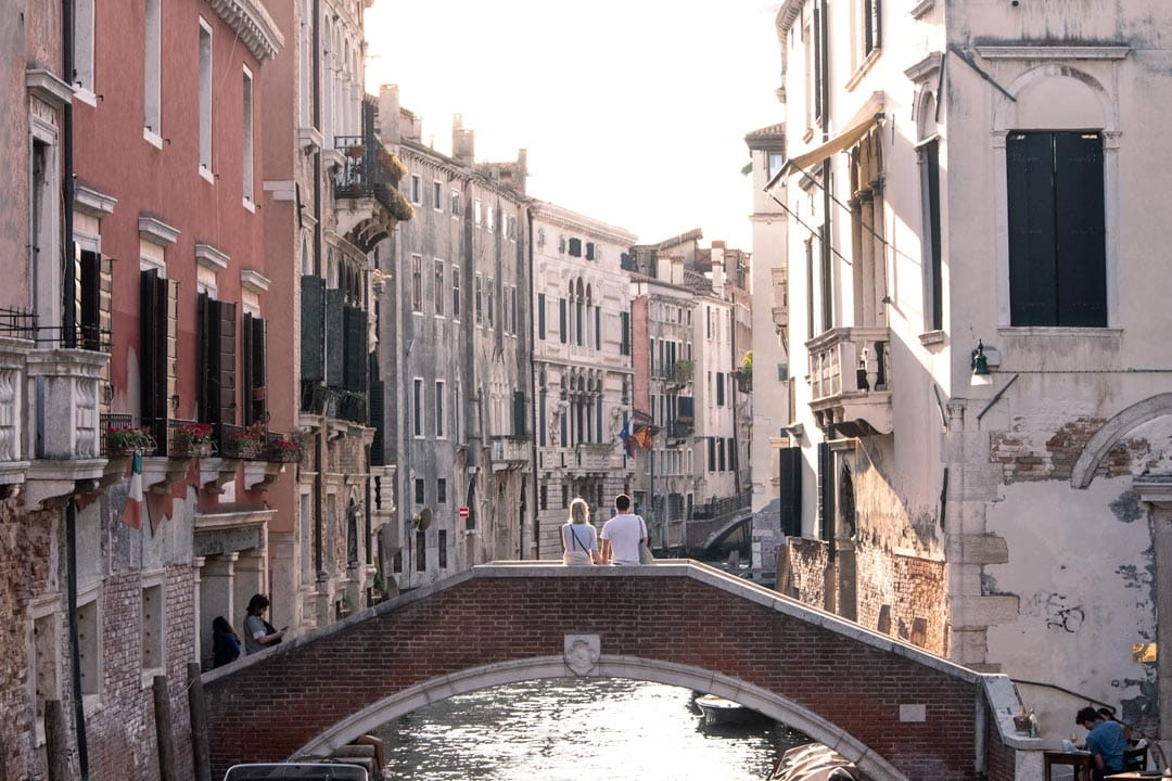 three-days-in-venice-a-couple-on-a-venice-bridge-at-sunset