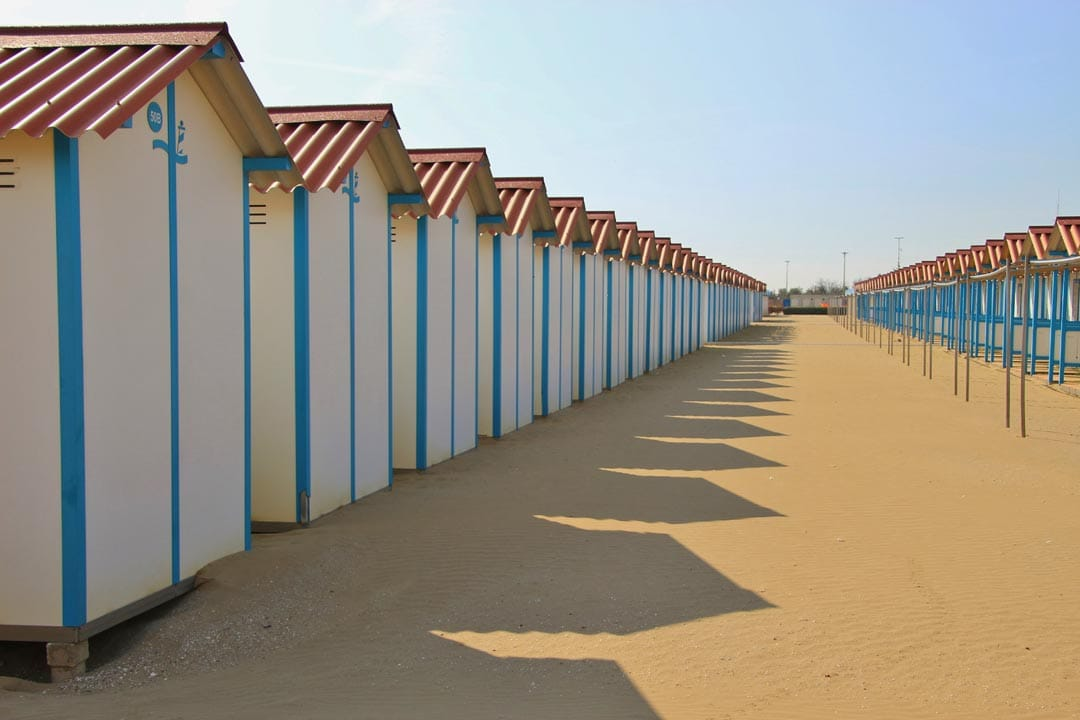 three-days-in-venice-picturesque-houses-on-lido-beach