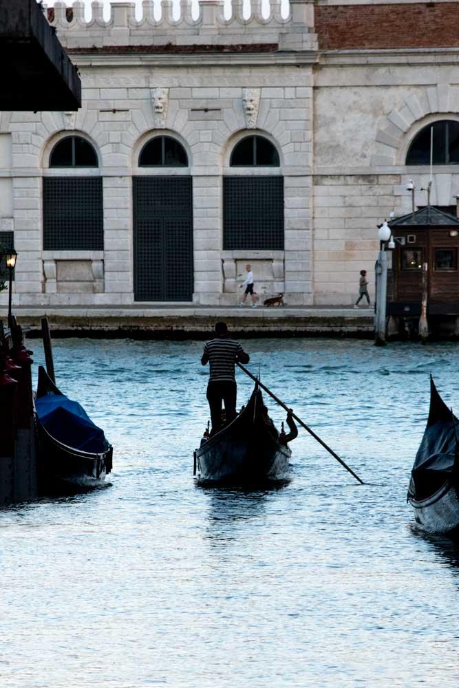 venice-itinerary-gondola-on-a-canal