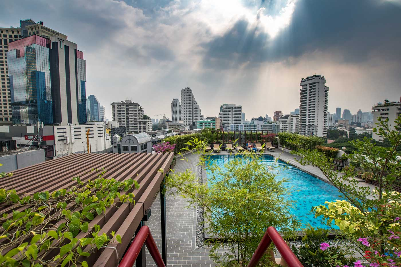 bangkok facts - pool on the roof