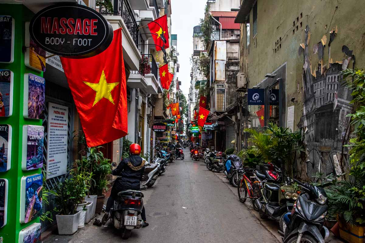 Hanoi photos - proud Vietnamese