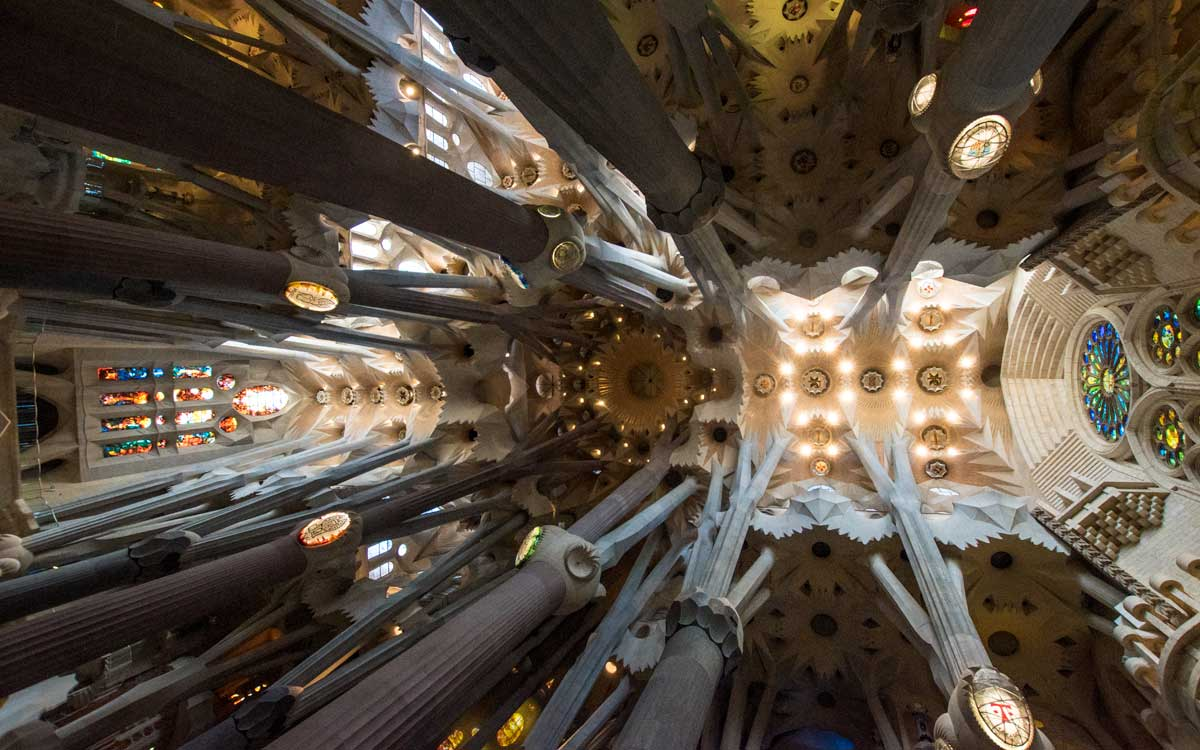 Barcelona facts -Sagradas interior